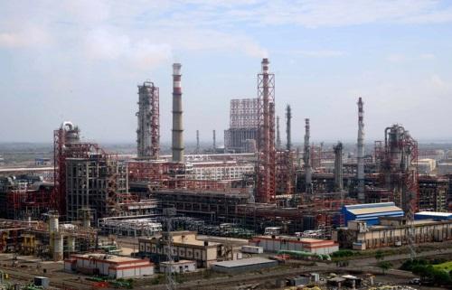 Rosneft, Trafigura close $12 9 B purchase of India's Essar Oil refinery